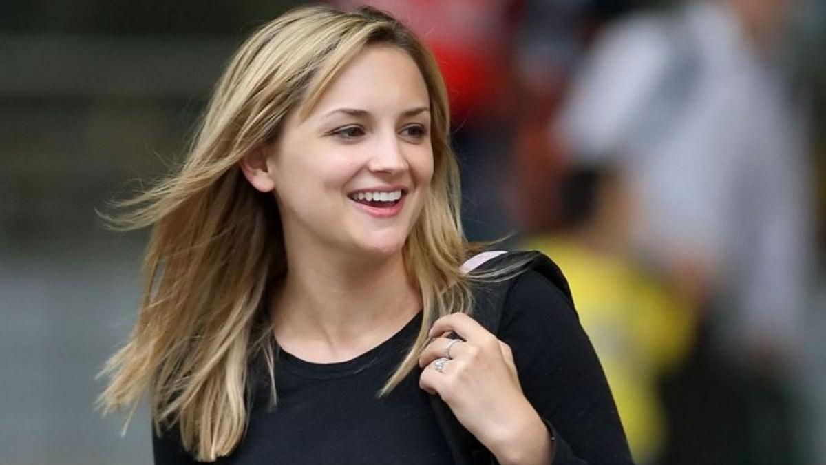Jennifer Katherine hairstyle