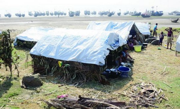 refugees shelters in Myanmar