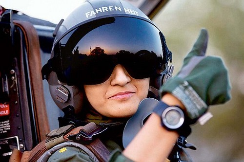 female fighter pilot