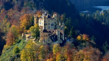10 Gorgeous Castles in Europ