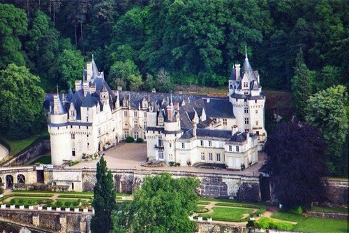 Top 10 best french castles to visit wonderslist for Chateaux in france to stay