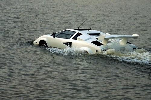 top 10 incredible amphibious cars wonderslist. Black Bedroom Furniture Sets. Home Design Ideas