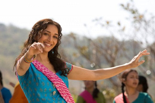 Madhuri Dixit Sizzling Dance in Aaja Nachle