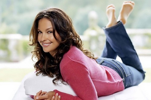 Ashley Judd Sizzling Hollywood Beauty