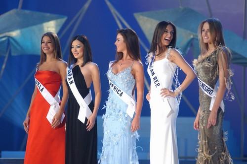 Amelia Vega Tallest Miss Universe