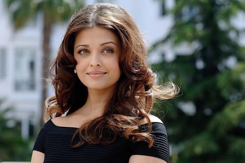 Sizzling Bollywood Babe - Aishwarya Rai
