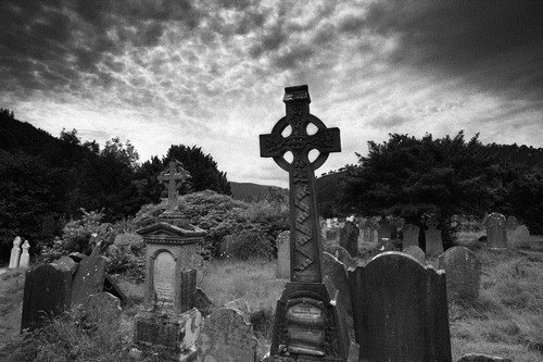 10 Creepiest Cemeteries and Graveyards