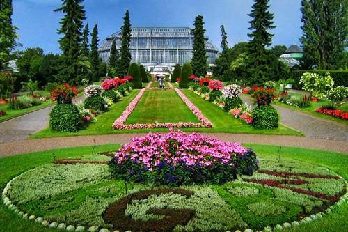 10 most amazing botanical gardens wonderslist. Black Bedroom Furniture Sets. Home Design Ideas