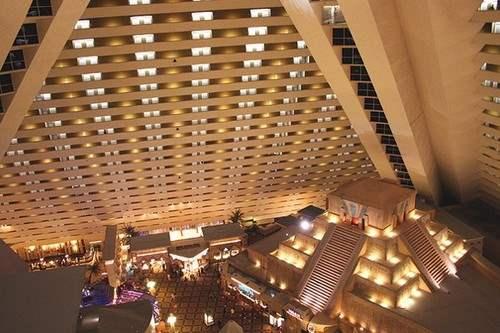 luxor hotel las vegas elevator