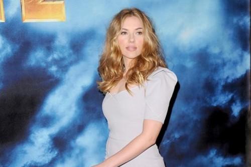 Scarlett Johansson Curvy