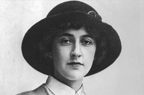 Agatha Christie - Mysterious Author