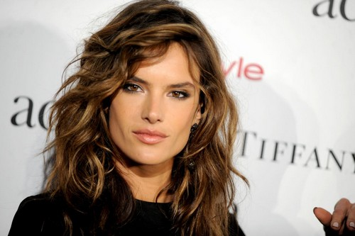 Model Alessandra Ambrosio Hair