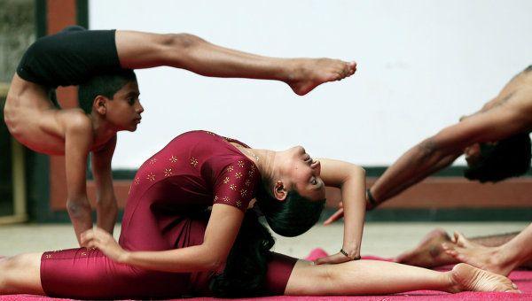 Extreme Yoga Show bu Indian Girls