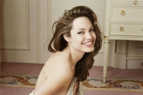 Angelina Jolie undergoes double mastectomy