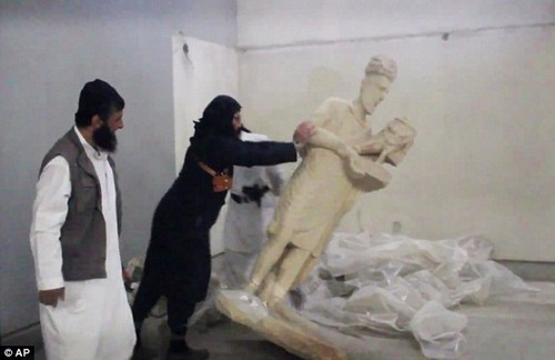 ISIS destroying idols