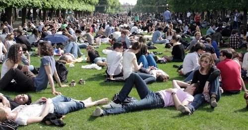 People in the Jardin du Luxembourg
