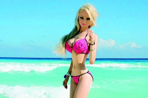 Valeria Lukyanova unbelievable human Barbie