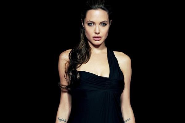 Angelina Jolie Hot 2017 Pics