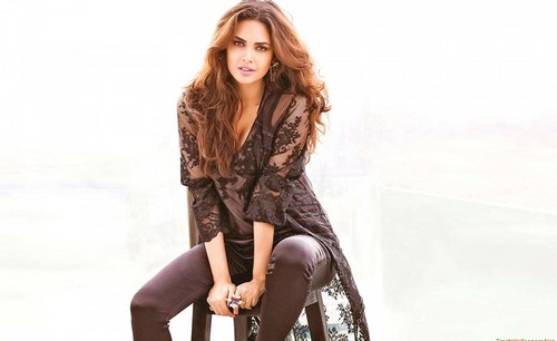 Hot Esha Gupta in black dress Top 10 Well Favoured Hot Bollywood Actresses 2017