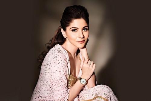 Kanika Kapoor Hot