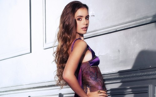 Lily Collins 2017
