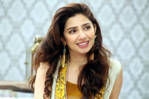 Mahira Khan Hot Single Moms of Bollywood