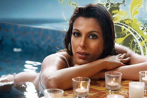 Pooja Bedi Hot Single Moms of Bollywood