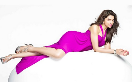 Deepika Padukone pink dress hot photos