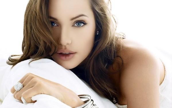 Angelina Jolie Stunning Eyes