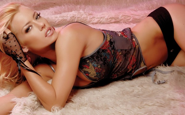 Nicole Neumann Hot Pose