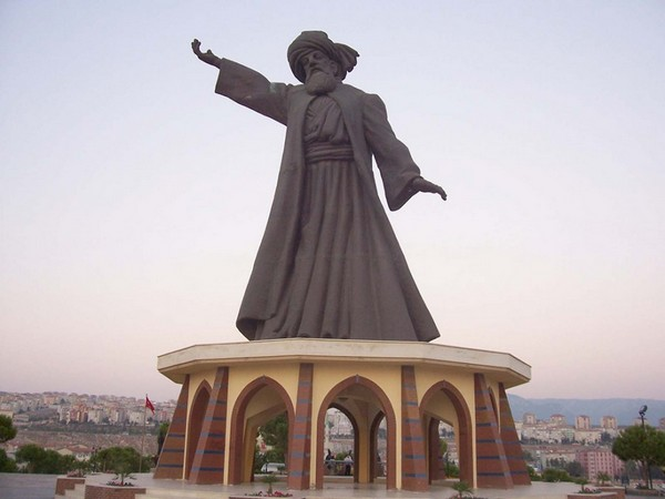 the statue of Mevlana Rumi