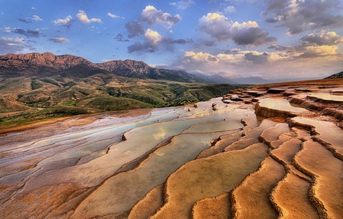 Badab-e Surt – Striking Terraced Hot Springs in Iran