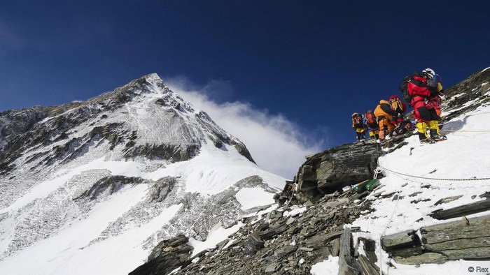 200 dead bodies on Mount Everest