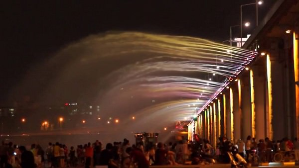 Banpo bridge rainbow fountain South Korea