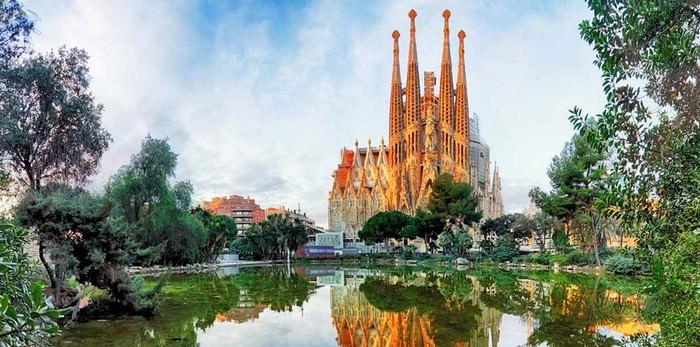 Most Famous Churches Sagrada Familia