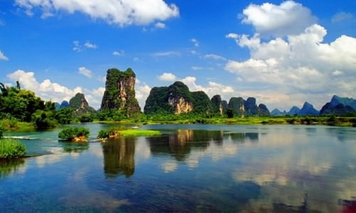 The-Li-River-runs-from-the-City-of-Guilin-to-Yangshuo-County