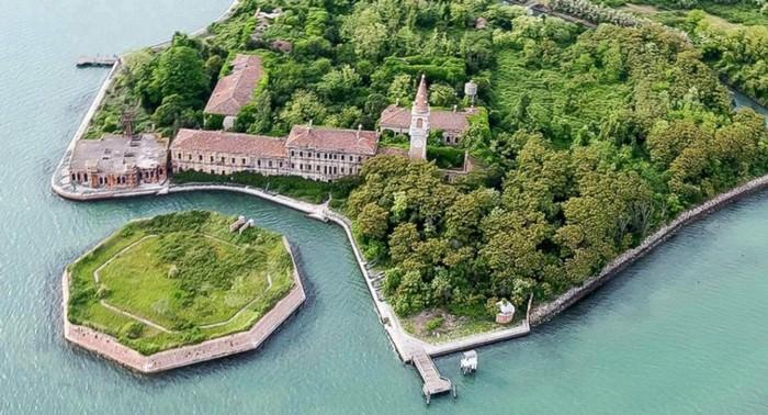 Island Octagon of the island Poveglia