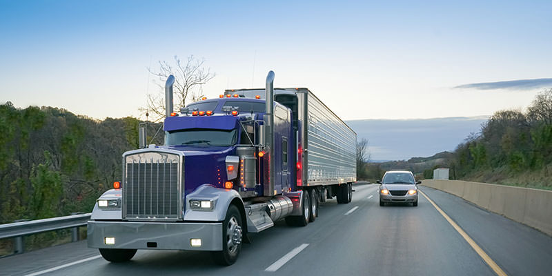 Hire Personal Injury Lawyers in a Trucking Accident