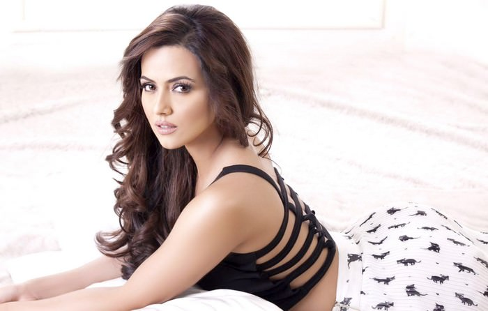 Sana Khan Beautiful Muslim actresses of Bollywood