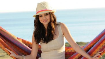 Selena Gomez Beautiful Woman in the world