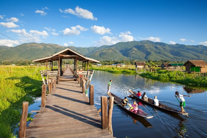 inle lake boat hills view