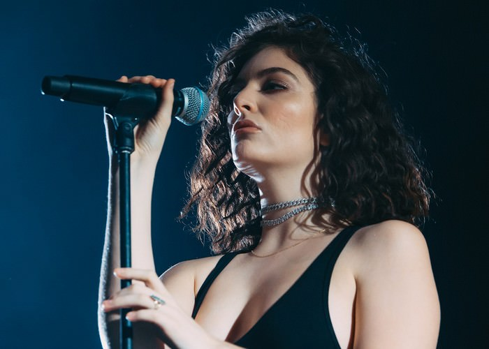 Lorde Celebrities with Stage Fright